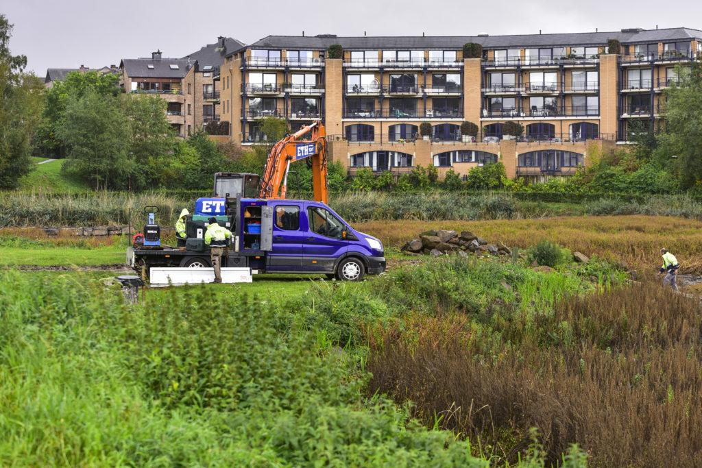 ouvriers entretient lac louvain la neuve